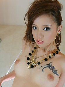 Skinny Sweet Babe Lina Aishima Expose Her Hairy Twat and Small Tits Nicely