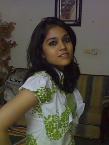 Sexy Indian College Girl Gives Sexy Pose To Attract You