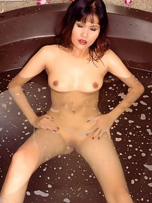 Good Looking Sexy Asian Babe Ching Wai Ling Horny Bath in Her Bathroom