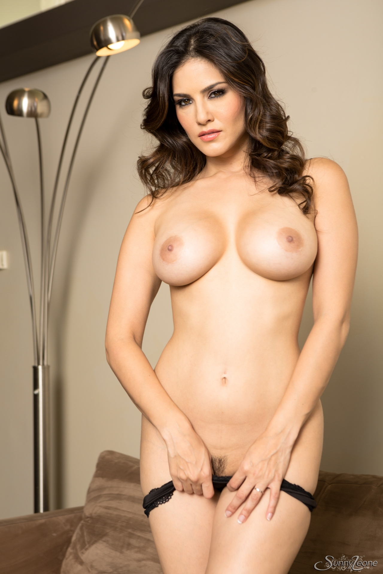 Sunny Leone Reveals Dress And Flashing Huge Boob And Naked -3081