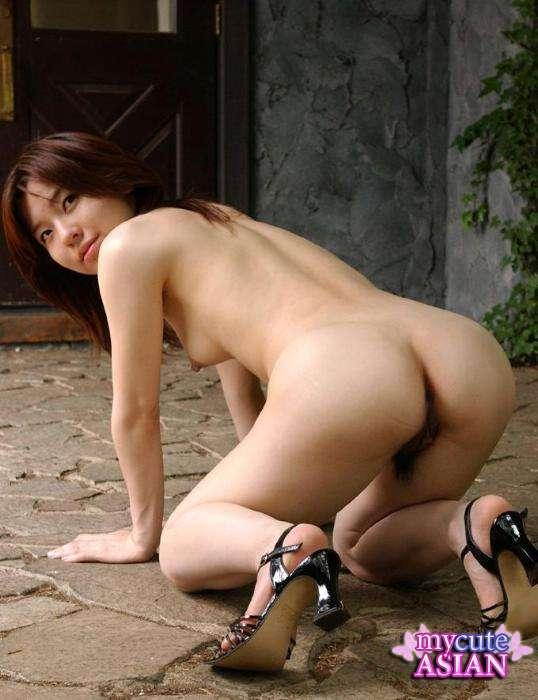 Amateur Petite Brunette Displaying Her Curvaceous Figure -6568
