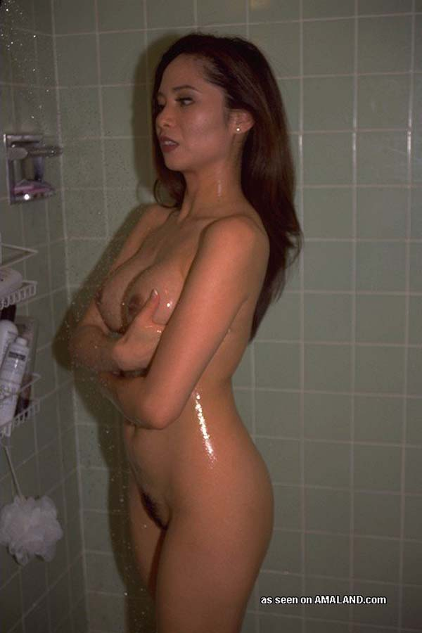 Sexy gf fully naked in shower pic 505