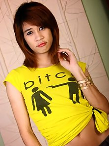 Yellow Dress Wear Shemale White Flashed Her Naughty Figured Crazily
