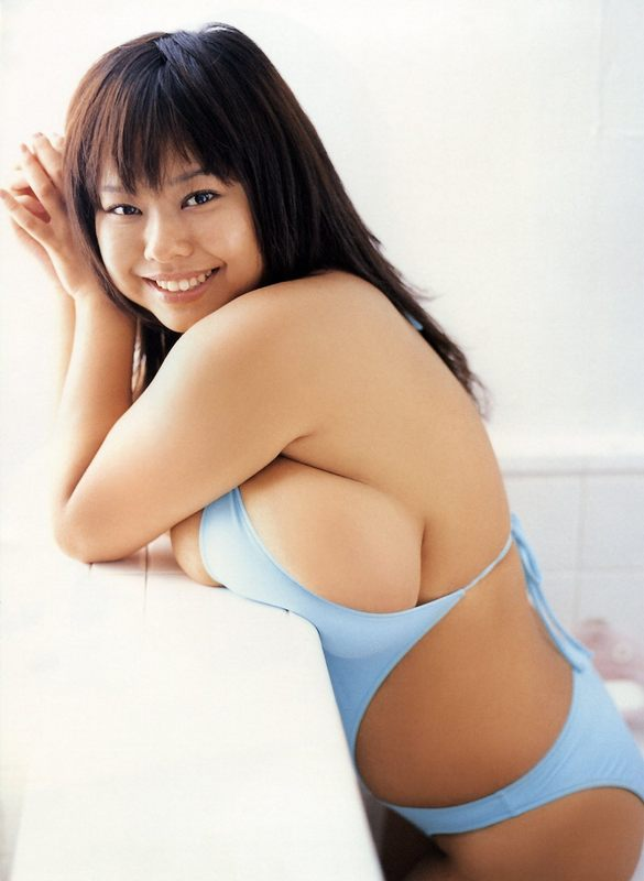 Busty japanese gravure nude