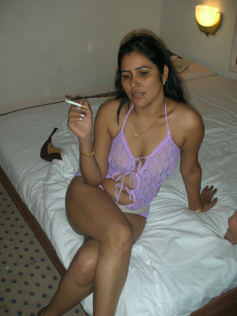 Mature Indian Babe Love To Display Her Awesome Body To -9717