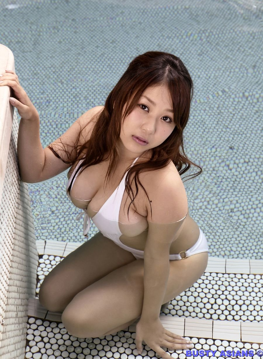Massive Tits Brunette Girl Mai Nishida In Swimming Suit Posing Nicely By The Pool