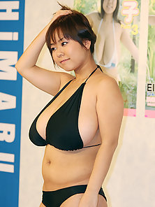 Asian Beauty Fuko Gives Difference Poses