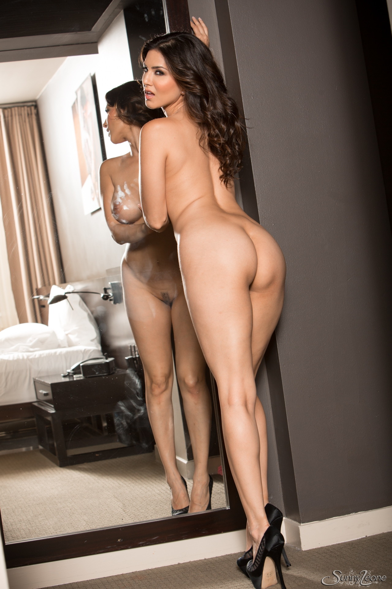 Horny Asian Babe Sunny Leone Takes Off Dress And Reveals -9825