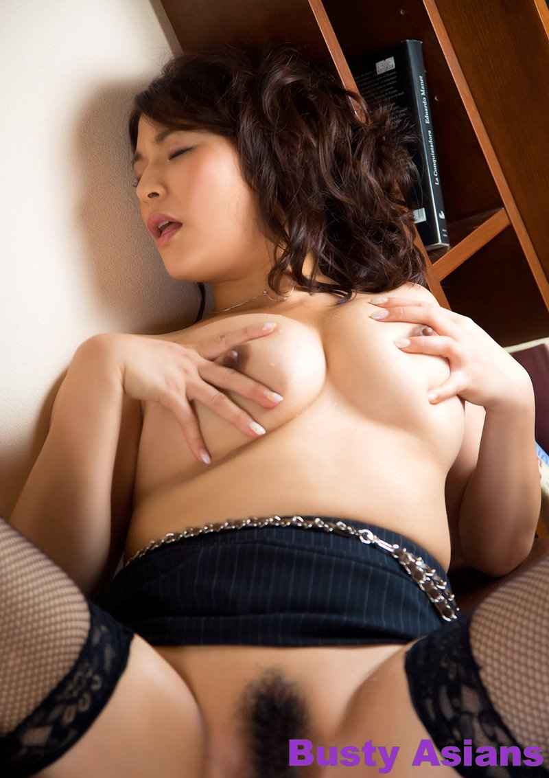Gorgeous Busty Brunette Megu Fujiura Enjoying The Solo Sex -8510
