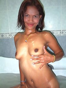 Thai babe comes over for bubble bath and more