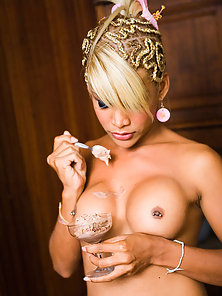 Nasty Shemale Flashed Her Awesome Naked Body in Horny Actions