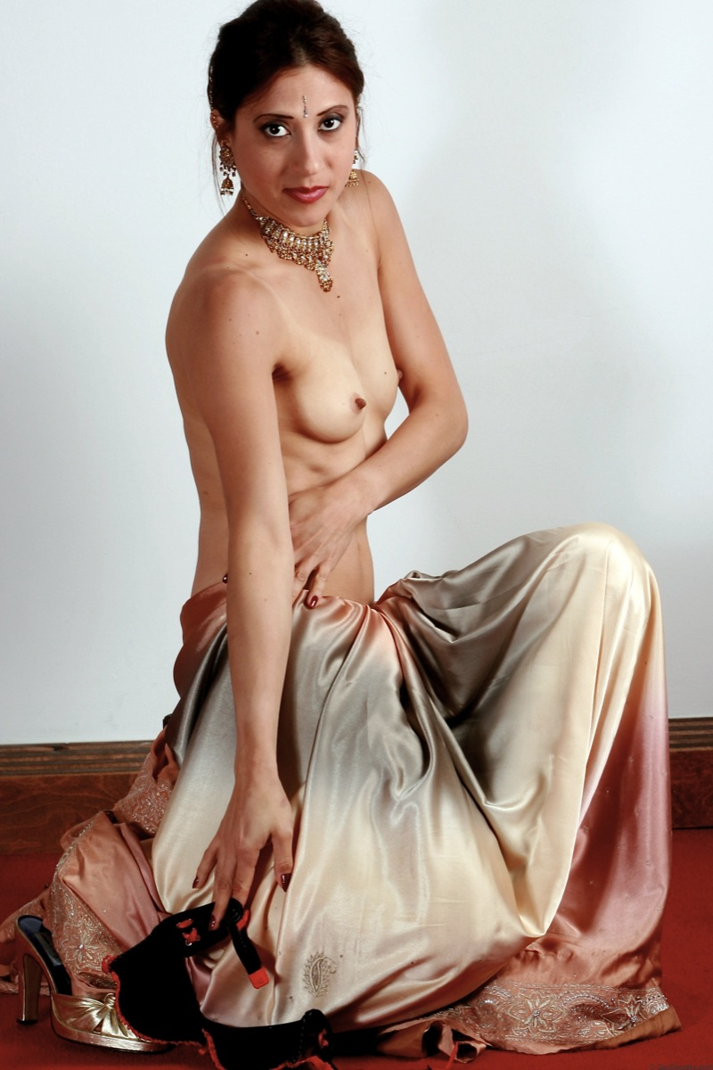 models in nude saree
