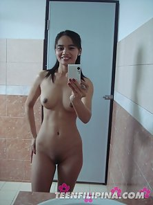 Sizzling Brunette Babe Lana Takes Her Bare Photo in Her Mobile Camera