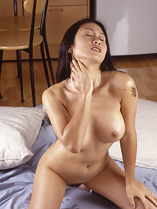 Sexiest Matured Babe Showing Her Hottest Figure and Fingering With Horny Mood