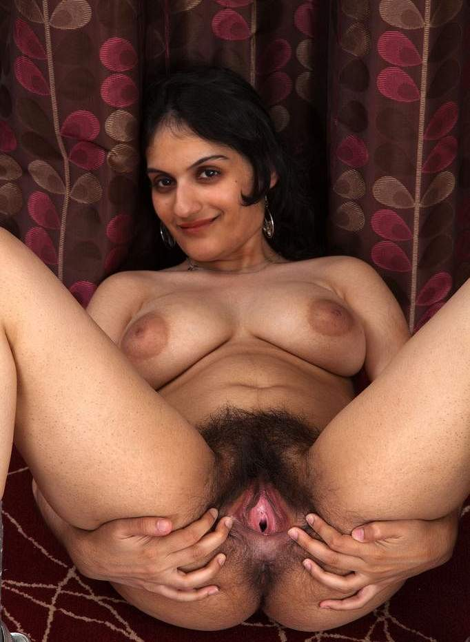 Naughty Busty Indian Babe Shows Her Hairy Pussy Crazily -1170