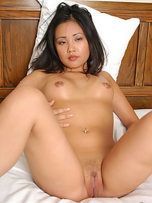 Sexy Horny Chick Lynda Shows Her Juicy Twat by Spreading Her Legs