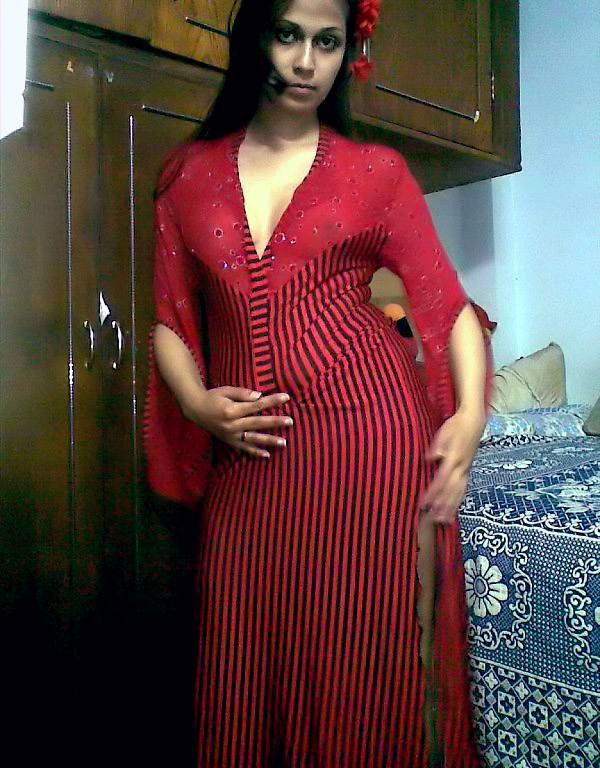Beautiful Indian Babe Exposing Her by Giving Various Poses - Asian