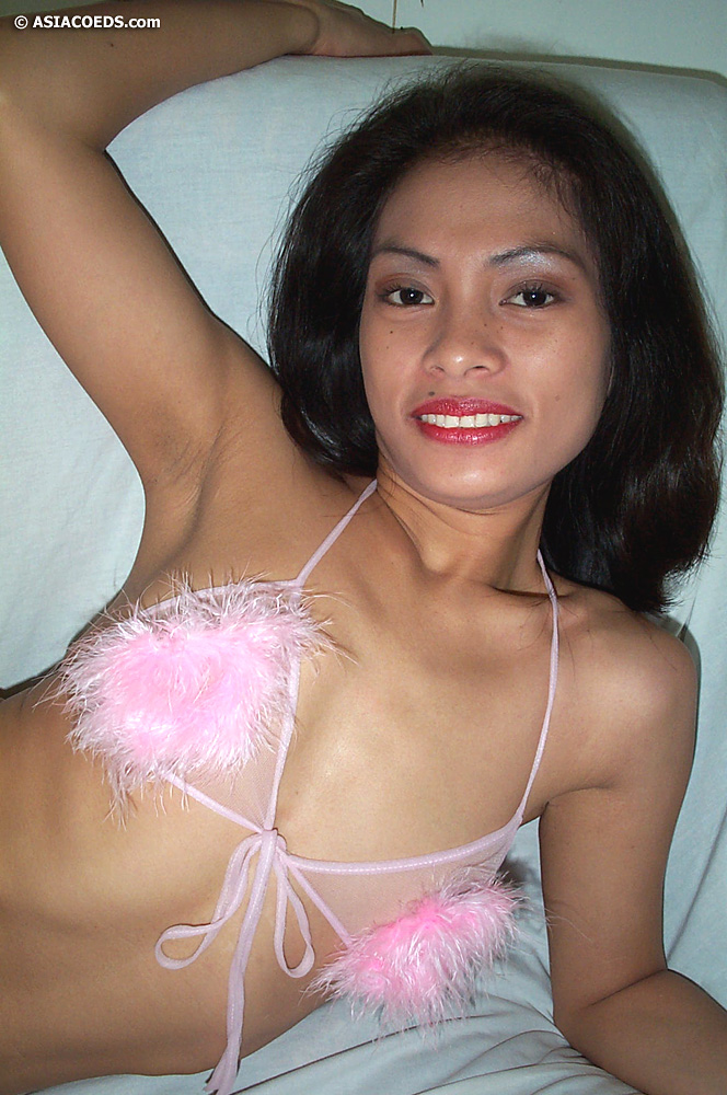Charming filipina babe spreads her leg and shows her delicious snatch