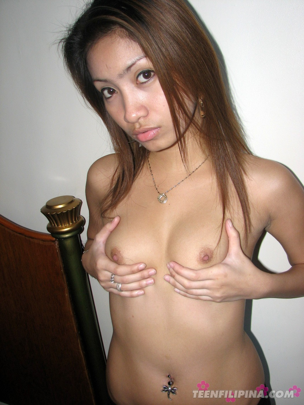 Dazzling Young Chick Exposes Her Gorgeous Bare Body On Bed -1064