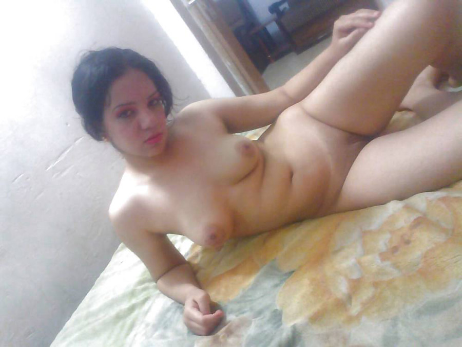 Skinny Naughty Indian College Girl Flashed Her Bare Body on Bed