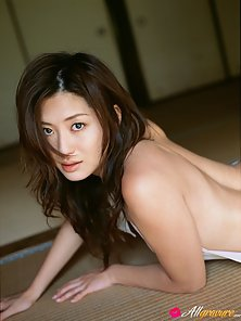 Shinning Sexy Young Asian Babe Haruna Yabuki Shows Her Hot Poses