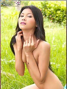 Good Looking Naughty Thai Babe Displaying Her Sexy Poses In Huge Excited