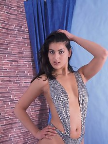 Gorgeous Indian beauty shows off her ass and boobs in sparkling lingerie