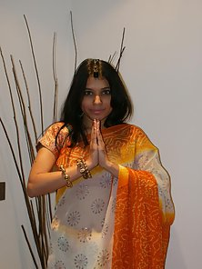 Saree Wear Indian Babe Kavya Removes All Dress and Flashed Her Naked Body