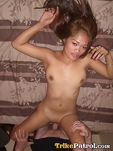 Hottest Cute Bitch Bored Heavily By Healthy Guy in Hotel Room