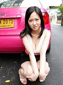 Asian Brunette Sayuki Kanno Posing Nicely In Public in Horny Action