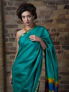 Charming Indian Babe Namita in Green Saree Shows Off Her Crazily