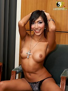 Huge Butts Asian Shemale Display Her Naked Body on Chair