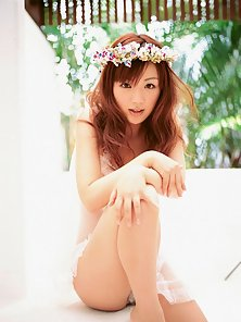 Adorable Skinny Asian Babe Displaying Her Lovely Figured In Huge Passions