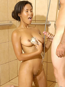 Hottest Babe Ryan Reynolds Having Pleasure by Her Bf in Bath Room In Soapy
