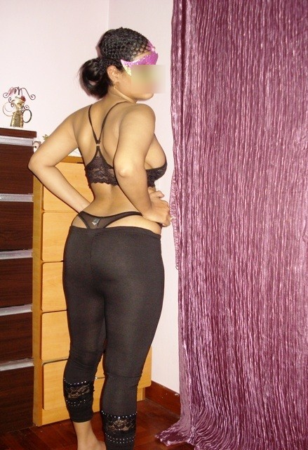hot dress girls ass in Indian