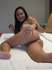 Filipina MILF enjoys young foreigner dick for a change