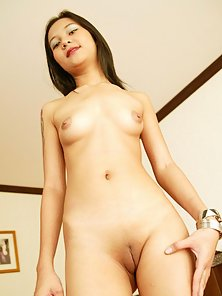 Small Skinny Babe Flashed Her Nude Stylish Body in Various Poses