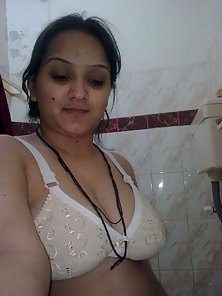 Beautiful Indian Wife Shows Her Nice Tits in Sexy Mood