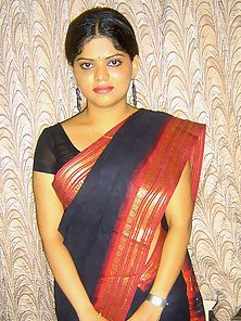 Gorgeous Indian Babe Neha Wear Saree Then Removes It to Shows off Her Nude Body