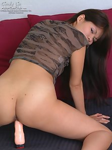 Brunette Babe Cindy Lin Stretching Pink Pussy and Dildo Drilling On Bed