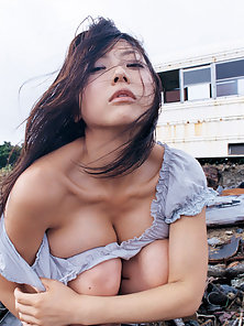 Awesome Sexy Brunette Haired Asian Babe Wet Her Body in River