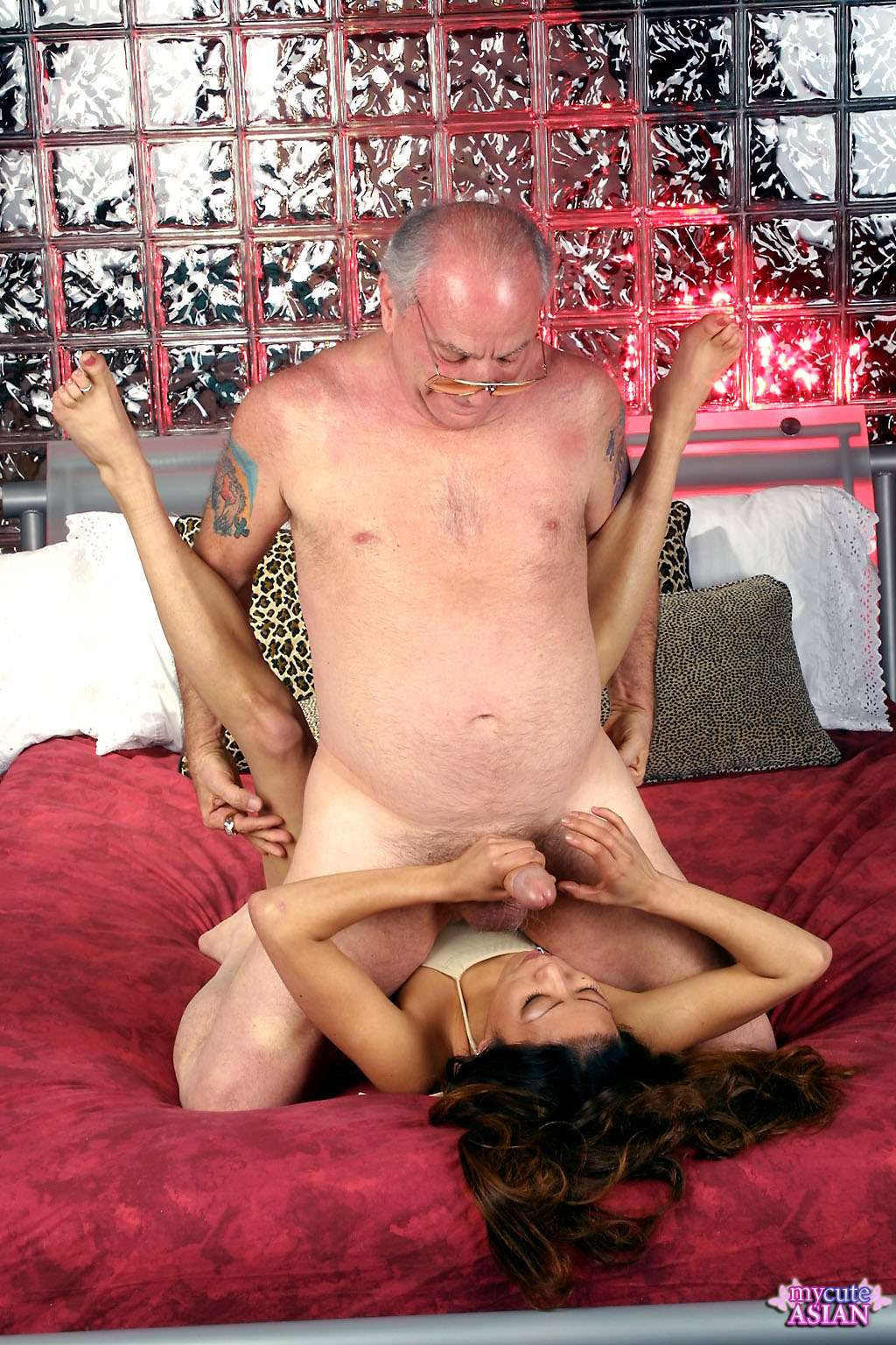 Horny Asian Babysitter Get Face Fucked By The Hunky Old -1268