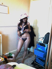 QAmateur Indian chick getting naughty on livecam