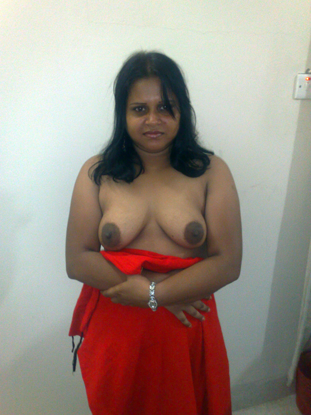 Sexy Indian Busty Babe Shows Her Shaved Pussy and Huge Tits