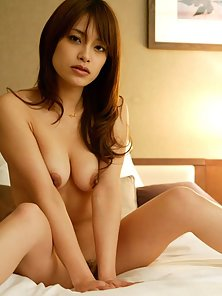 Sexy Asuka Getting Naked and Massive Pounding Her Twat by a Guy on Bed