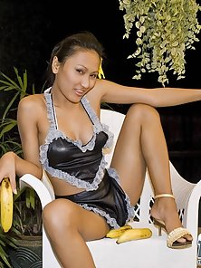 Alluring Asina Babe Rowena Sucking Banana at Evening
