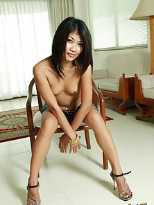 Hot Brunette Babe Prepare Herself for a Huge Sex Action on the Chair