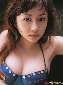 Sizzling hot gravure idol babe with soft plump boobs in a bikini