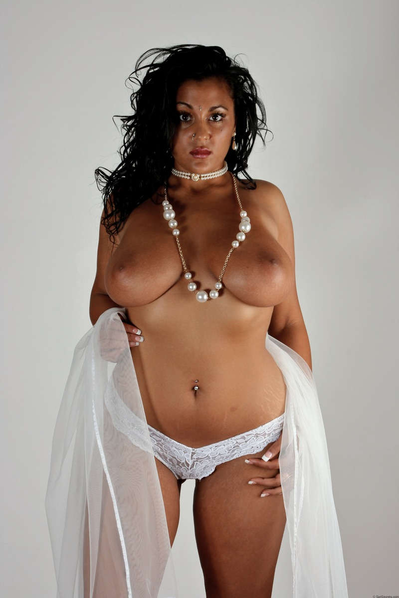 Gorgeous Indian Babe Keira Showing Her Massive Boobs In ...