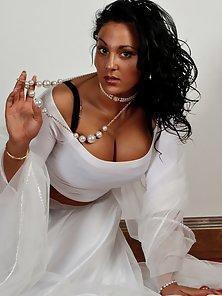 Gorgeous Indian Babe Keira Showing Her Massive Boobs In Horny Action
